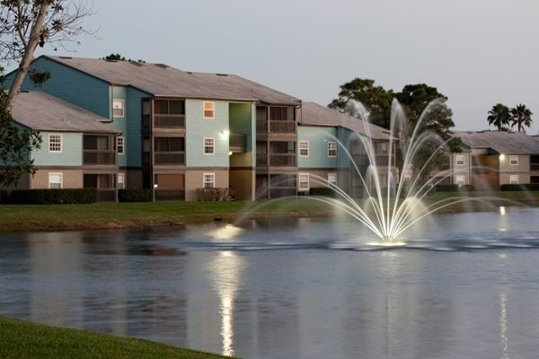 The Savannahs at James Landing Melbourne FL 32935 gorgeous fountains in lake